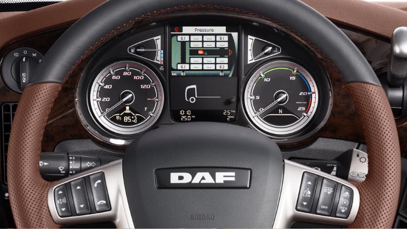 DAF-XF-2019-wnętrze-kabiny_czesci daf xf 105 106